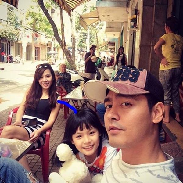 MC Phan Anh khoe hình dễ thương chụp với gia đình. Đây chính là những tình yêu to bự của anh ấy đấy.