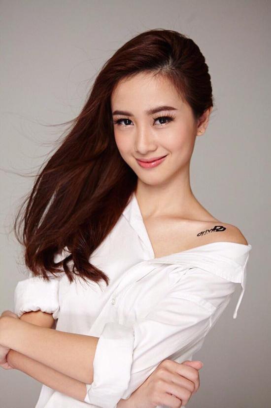 Là con gái Hà Nội chính gốc, đến năm 15 tuổi Jun Vũ theo gia đình sang định cư ở Thái Lan. Đến nay, đã được 4 năm cô nàng học tập và sinh sống tại Thái. Không chỉ là gương mặt mẫu