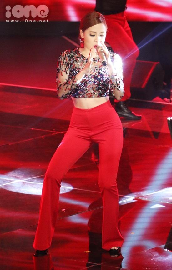 Nữ ca sĩ mang đến bản remix Nhịp đập giấc mơ - một bản hit đình đám của chính mình