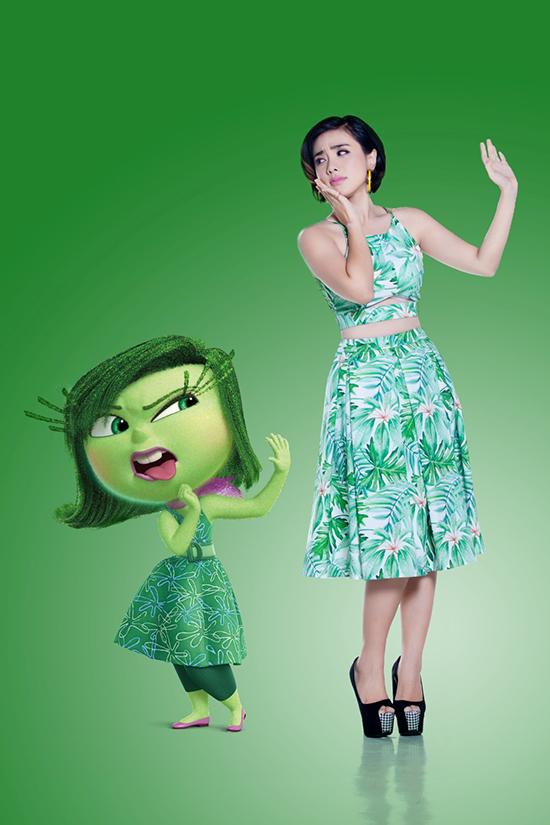 Miko biểu cảm sinh động không kém với bộ đầm xanh lá đặc sệt nàng Disgust