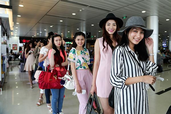 Sáng ngày 10/09 , các thí sinh lọt vào bán kết Hoa hậu Hoàn vũ Việt Nam 2015 đã chính thức có mặt tại Nha Trang để tham dự những hoạt động tiếp theo của cuộc thi năm nay.