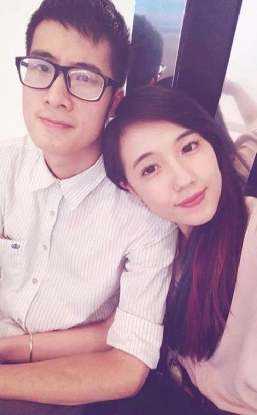 Tháng 8/2015, tin đồn JV-Mie Nguyễn trục trặc tình cảm được fan truyền đi một cách chóng mặt. Fan của JV - Mie Nguyễn như đang ngồi trên đống lửa khi rộ tin đồn cặp đôi rạn nứt tình cảm. Câu chuyện bắt đầu khi một số fan phát hiện vlogger JV bất ngờ xóa toàn bộ hình ảnh chụp chung với bạn gái trên Instagram.