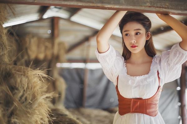Trang cá nhân của cô nàng cũng đang liên tiếp tăng vọt lượng người theo dõi sau khi những bộ ảnh mê hoặc của Vương Tử Huyên được tung ra.