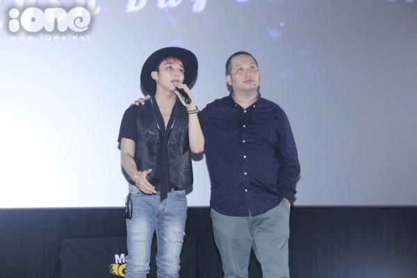 Sơn Tùng chia sẻ anh và nhạc sĩ Quang Huy chấp nhận mạo hiểm để tổ chức live show này vì nam ca sĩ mong muốn được gần gũi và mang đến những trải nghiệm âm nhạc tốt nhất dành riêng cho fans.