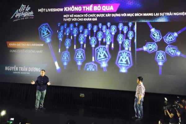 Đặc biệt, khán giả của Sơn Tùng M-TP sẽ là những khán giả đầu tiên của tại Việt Nam sợ hữu những công cụ cổ vũ, quà lưu niệm được sản xuất dành riêng cho live show của Sơn Tùng. Cây đèn cầm tay (light tick) được nam ca sĩ chọn màu xanh là màu của bầu trời theo đúng tên Sky (tên fan của Sơn Tùng) thiết kế với tên và logo riêng của Sơn Tùng M-To sẽ được phát hành rộng rãi tại buổi live show.