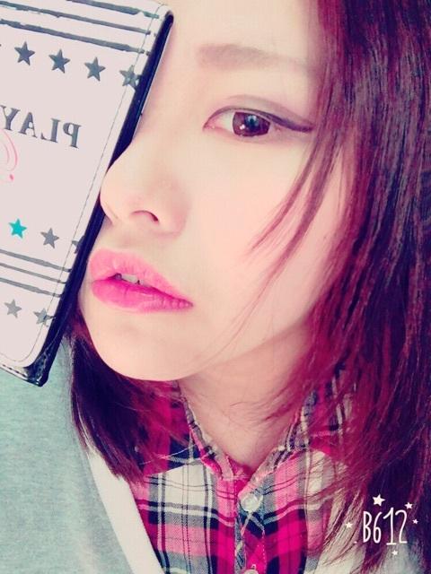 Một bức ảnh lung linh của Mii Zouazarashi nhờ tài trang điểm siêu ảo cộng thêm sự phụ họa của phần mềm selfie