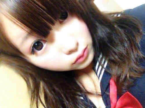 Và hô biến: Một cô nàng da trắng môi hồng, mắt to tròn như bước ra từ manga.