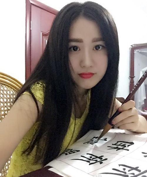 Netizen Trung Quốc không khỏi nể phục Đường Đinh Đinh khi thấy chữ viết rất đẹp   của cô.