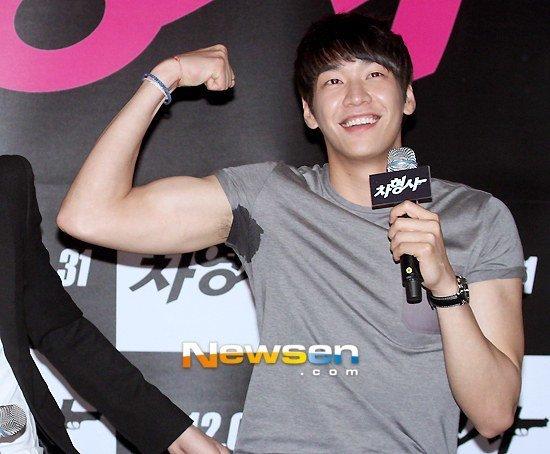kim-young-gwang-9070-1442461200.jpg