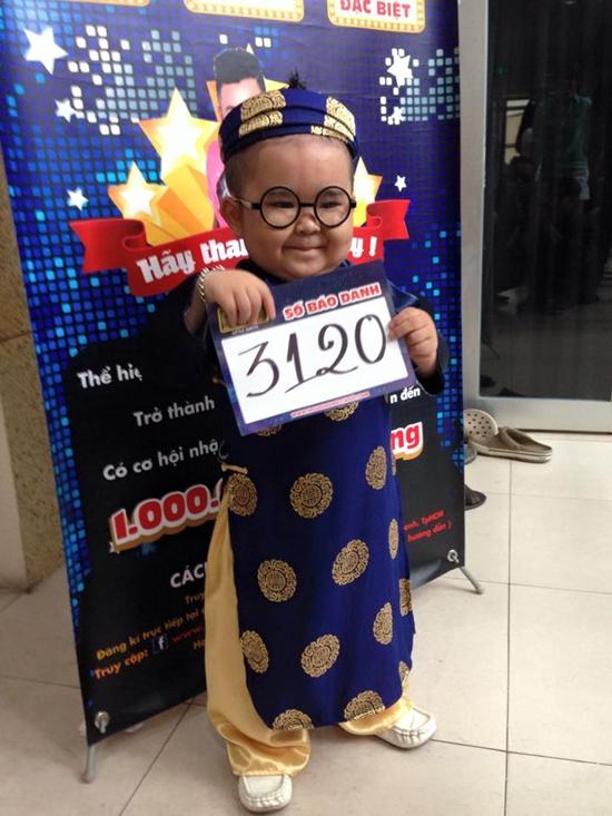 Cậu bé còn tham gia nhiều gameshow, trong đó có cuộc thi Người hùng tí hon, chương trình tìm kiếm tài năng dành cho trẻ em từ 4 -13 tuổi trong các lĩnh vực ca hát, khiêu vũ và biểu diễn tài năng.