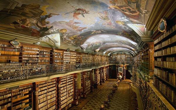 ơi đây cũng lưu giữ các vật dụng cá nhân của các nhân vật lịch sử như Mozart và Tycho Brahe de.