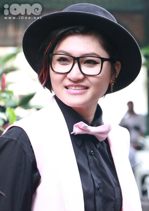 Vicky Nhung tiếp tục trung thành với phong cách mạnh mẽ.