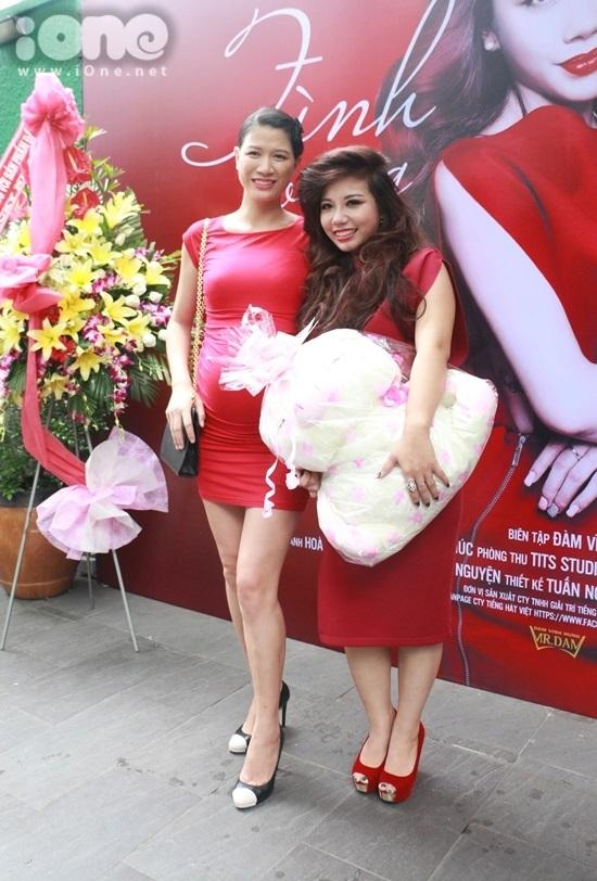 Người mẫu Trang Trần đến chúc mừng cho cô cháu gái ra mắt MV đầu tay trong sự nghiệp.