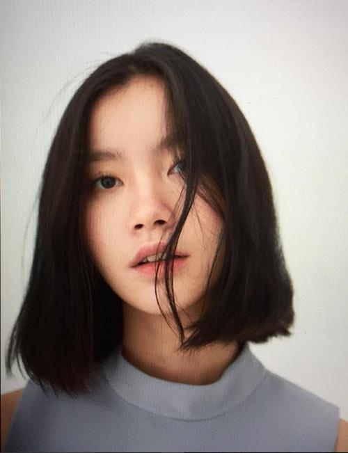 Chị ấy được đánh giá là sở hữu vẻ đẹp khác tiêu chuẩn thông thường của châu Á.