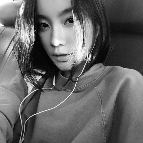 Chị từng theo học ngành Nghệ thuật trang trí ở Đh Silpakorn, Bangkok, Thái Lan.