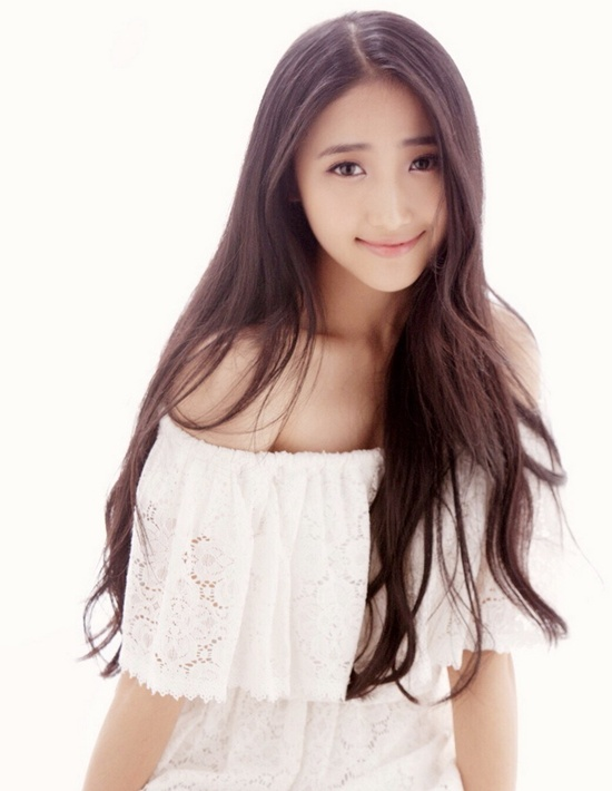 Gần đâym Hứa Mộng Viên, sinh năm 1994 nổi lên như một trong những gương mặt ưu tú nhất của  Học viện Nghệ thuật Điện ảnh Nam Kinh, Trung Quốc. Cô bạn được xem là một trong những nữ sinh có nhan sắc được ca