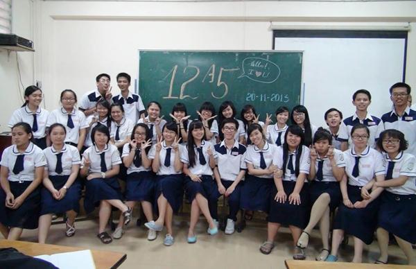 Nhìn bộ đồng phục của các bạn nữ trường THPT Mạc Đĩnh Chi