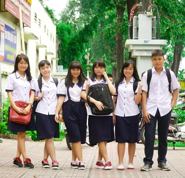 Một kiểu váy hao hao giống với nhiều trường bạn của teen THPT Lê Thị Hồng Gấm.