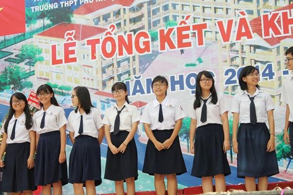 Kiểu váy của teen girl Phú Nhuận trông rất đơn giản nhưng không kém phần thanh lịch.