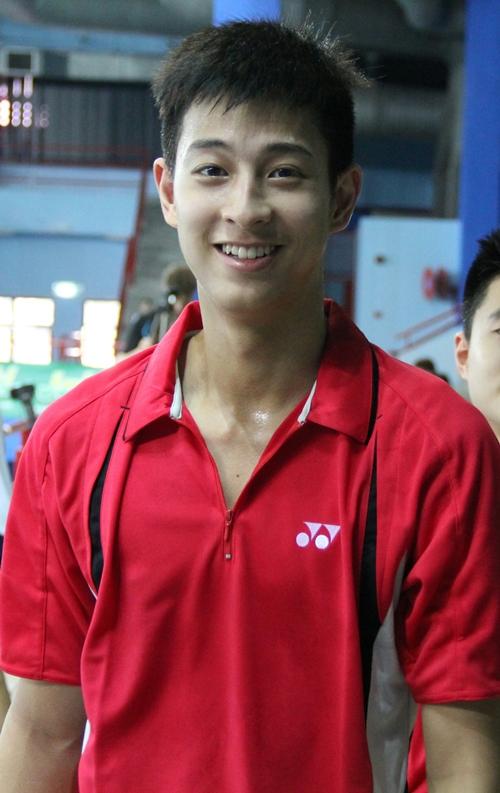 Hồng Nam được giới trẻ Thái khen có chiều cao khủng và khuôn mặt sáng.