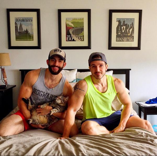 Một điều khá thú vị là Nick và Justin thường được đánh giá giống nhau đến mức mọi người tưởng cả hai là sinh đôi.