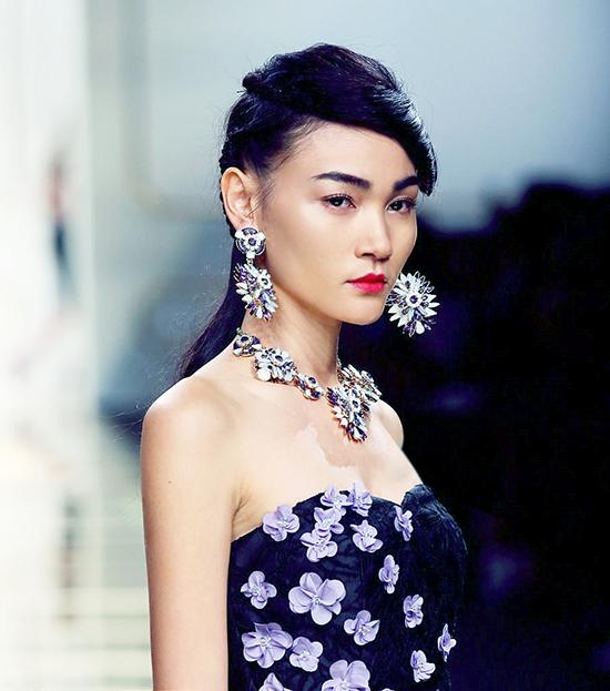 Show diễn thứ 2 của Thùy Trang tại Milan Fashion Week là của thương hiệu thời trang Lako Radior với những gam màu nổi bật, những sải bước catwalk đầy tự tin và ấn tượng giúp Thùy Trang ghi điểm khi lần đầu tiên chạm ngõ thời trang thế giới.
