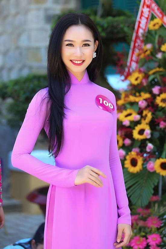 người đẹp Nguyễn Thùy Linh (SBD 100) đến từ Đồng Nai nhận được 8939 phiếu bình chọn