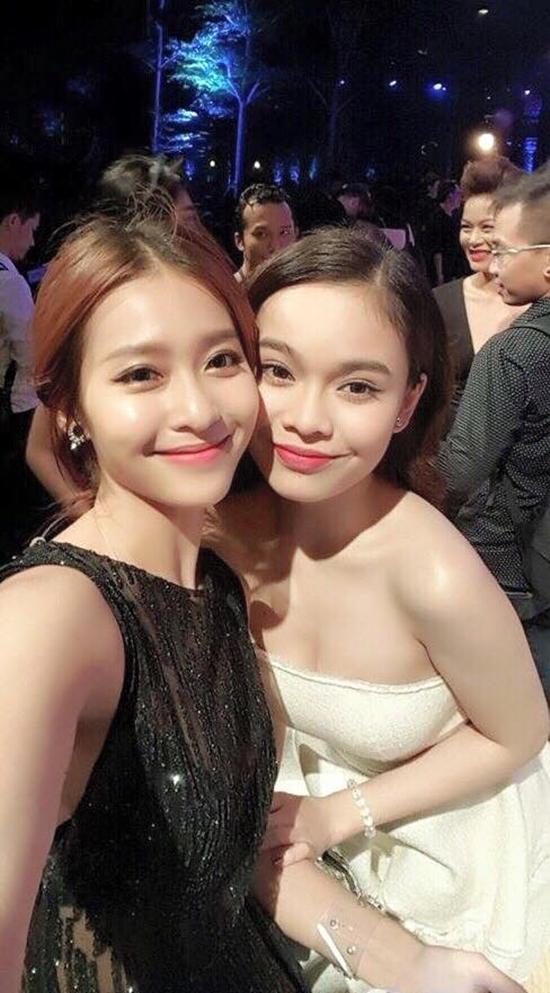 Khả Ngân và Giang Hồng Ngọc nhìn như chị em với điệu cười mím môi dễ thương tại một sự kiện.