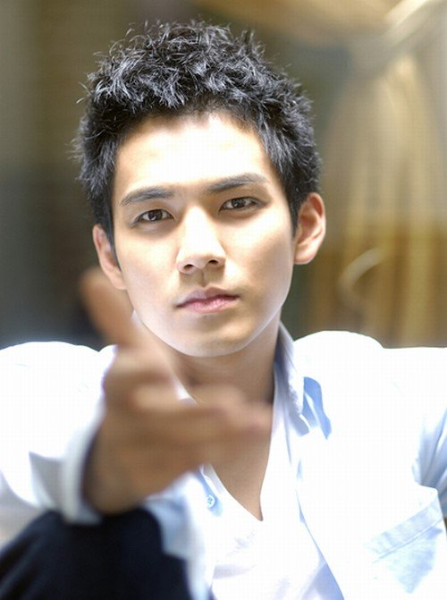 Nhờ sở hữu vẻ ngoài điển trai cùng diễn xuất hoàn hảo, Chung Hán Lương được khán giả trẻ đánh giá là