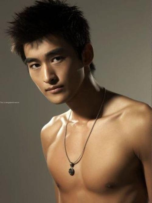 Trương Hàn thường các fan ví với hình ảnh của một hoàng tử sang trọng, si tình được nhiều cô gái yêu mến bởi nụ cười tươi như hoa.]