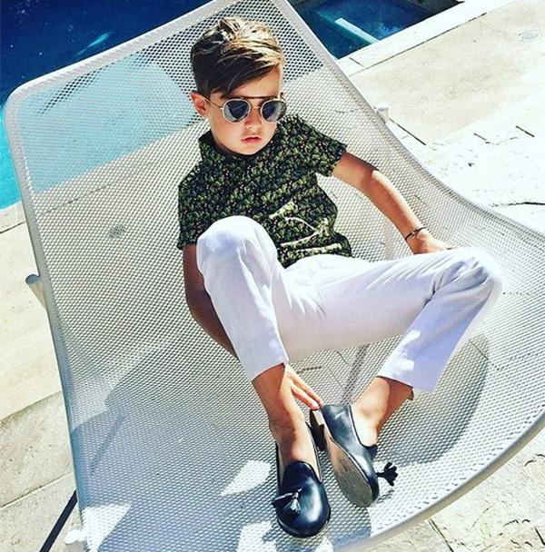 """Hot boy 7 tuổi """"đốn tim"""" toàn tập người nhìn với gương mặt xinh trai, phong cách chất và biểu cảm như siêu mẫu."""