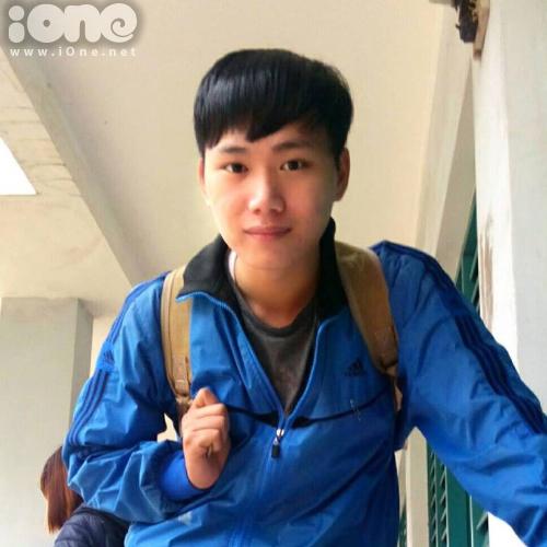 chang-trai-hue-ve-nu-chinh-hoa-vang-tren-co-xanh-dep-nhu-that-1