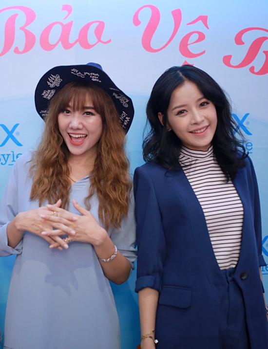 Tối 8/10, Chi Pu và Hari Won cùng tham dự một chương trình talk show tại Hà Nội. Đây là buổi talkshow giúp hai ngôi sao chia sẻ về những cột mốc đầu đời cũng như các kinh nghiệm đối phó với khó khăn trong cuộc sống.
