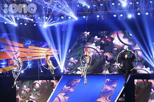 hinh-anh-dem-chung-ket-vietnams-next-top-model-2015-5