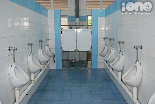 wc-sang-chanh-bong-loang-cua-3-truong-thpt-sai-thanh-6
