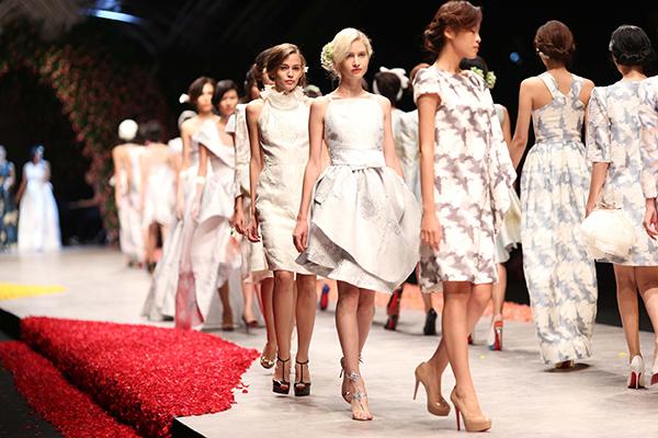 huong-ly-do-tai-catwalk-voi-cac-doi-thu-tai-next-top-model-11