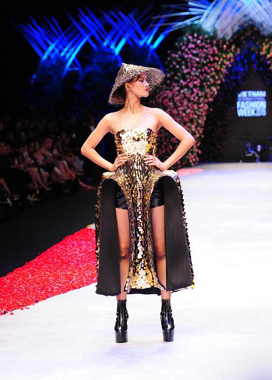 huong-ly-do-tai-catwalk-voi-cac-doi-thu-tai-next-top-model