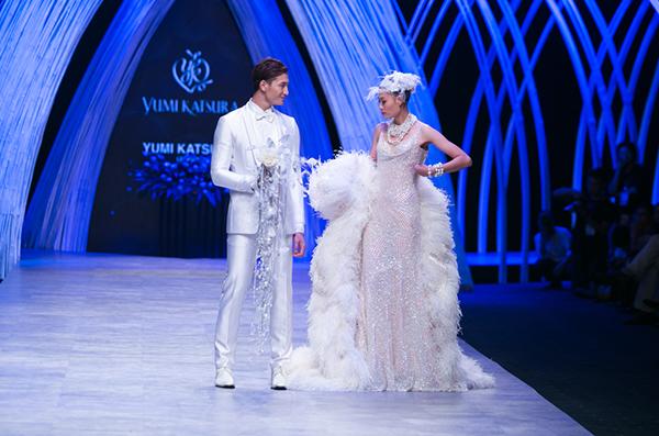 Katsura và những bộ sưu tập áo cưới của bà đã đi qua rất nhiều sàn diễn thời trang uy tín trên thế giới như New York, Los Angeles, Paris, London, Barcelona