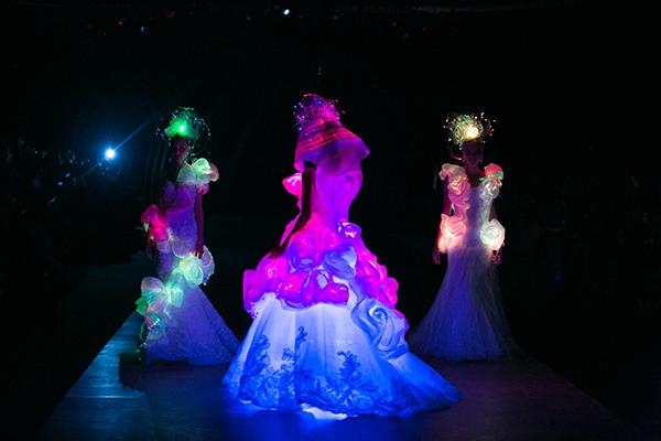 3 mẫu váy cưới lộng lẫy mang vẻ đẹp huyền bí của những nàng tiên.