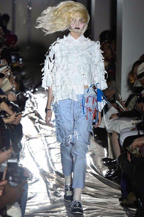 Ngoài Plastic Tokyo, trong những ngày đầu của tuần thời trang, bộ sưu tập của Facetasm cũng để lại dấu ấn khó quên. Ra mắt từ năm 2007, trong lần tham dự Tokyo Fashion Week này, NTK Hiromichi Ochiai của Facetasm mang tới một bộ sưu tập đồ nam và nữ mang trộn lẫn giữa phong cách Á Đông và châu Âu một cách rất ăn ý.