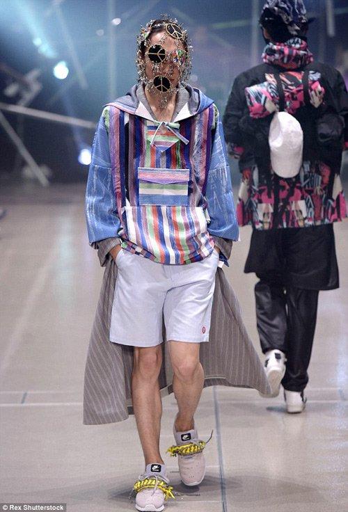Mới thành lập từ năm 2013 nhưng Plastic Tokyo đã nhanh chóng có được chỗ đứng trong làng thời trang Nhật Bản nói riêng và thế giới nói chung. Với sự tài hoa của NTK Keisuke Imazaki, các trang phục với những mảng màu, họa tiết đồ họa mang đậm hơi thở đường phố Tokyo đã được giới trẻ đón nhận nhiệt liệt.