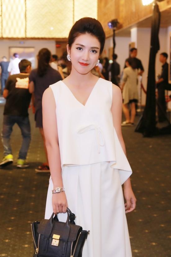 Sau những thành công ở một số bộ phim, Linh Napie bất ngờ biến mất khỏi làng giải trí và mất hút trên truyền thông. Không ít fan thắc mắc về sự mất tích này nhưng nữ diễn viên hoàn toàn im lặng trước mỗi câu hỏi từ người hâm mộ.