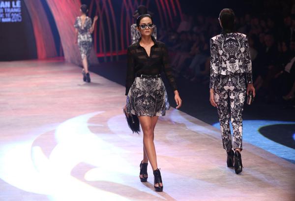 Sau hai năm tổ chức, Vietnam International Fashion Week  Tuần lễ thời trang quốc tế Việt Nam đã ghi tên vào danh sách những Tuần lễ thời trang có uy tín trên thế giới. Từ một vùng trũng, Việt Nam đã trở thành quốc gia có sức ảnh hưởng tạo ra xu hướng, sự kiện trong làng mốt thế giới.