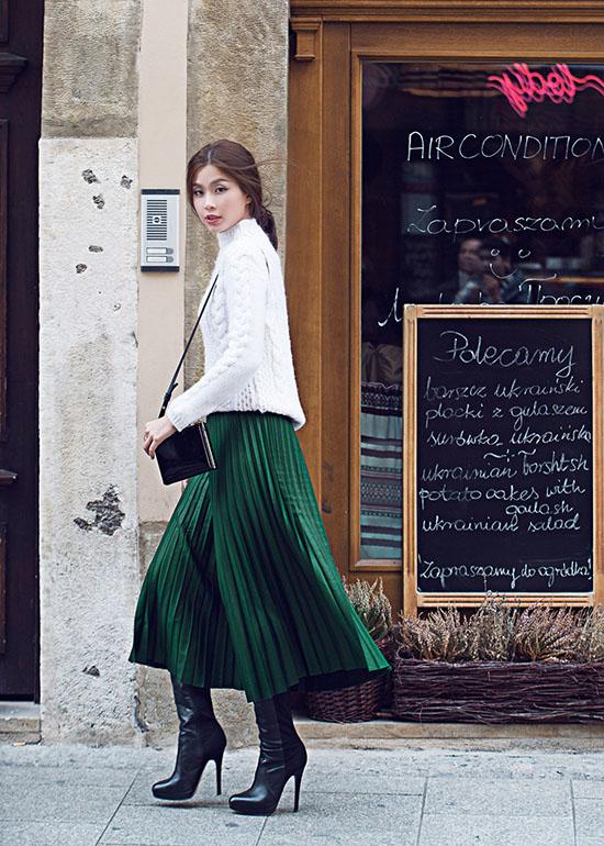 Với trang phục đời thường, cô trung thành với các thương hiệu bình dân như Zara, Hm hay Topshop. Còn phụ kiện cô yêu thích các thương hiệu nổi tiếng như LV hay Dior&