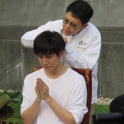 Mỹ nam Thái 'Full House' bất ngờ xuống tóc, đi tu