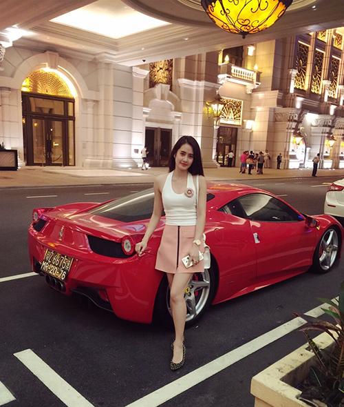 nu-sinh-truong-bao-de-thuong-chang-kem-hot-girl-4