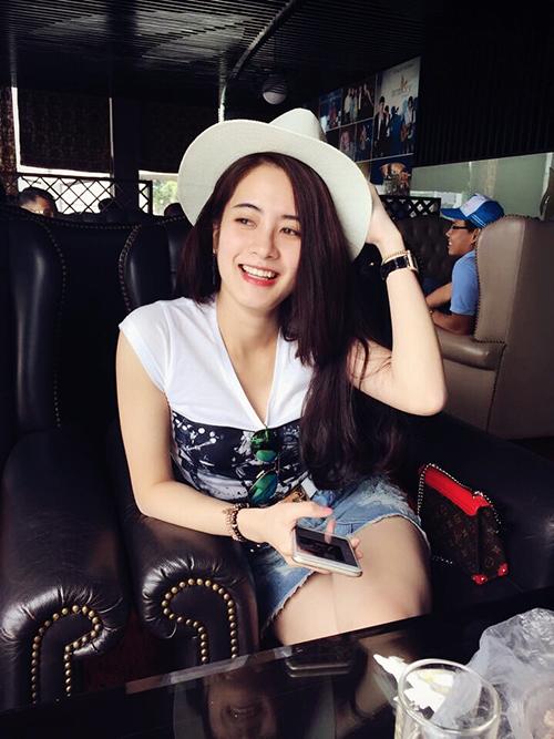 nu-sinh-truong-bao-de-thuong-chang-kem-hot-girl-6