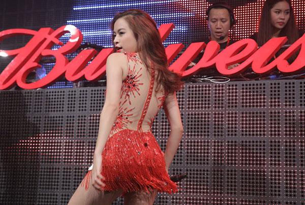 Ngoài Hoàng Thùy Linh, chuỗi sự kiện âm nhạc lớn lần này diễn ra trong ba đêm liên tiếp từ 21/10 tới 23/10 với sự tham gia của ca sĩ Noo Phước Thịnh, Đông Nhi.