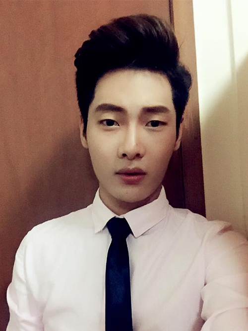 Khang Duy luôn hút sự chú ý của mọi người bởi vẻ ngoài điển trai, gương mặt thanh tú mà còn có chiều cao 1m78 đáng ngưỡng mộ.