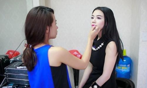 Linh Miu ra sức bảo vệ chuyên gia trang điểm hợp tác nhiều năm quanh ồn ào chuyện của Quỳnh Anh Shyn.